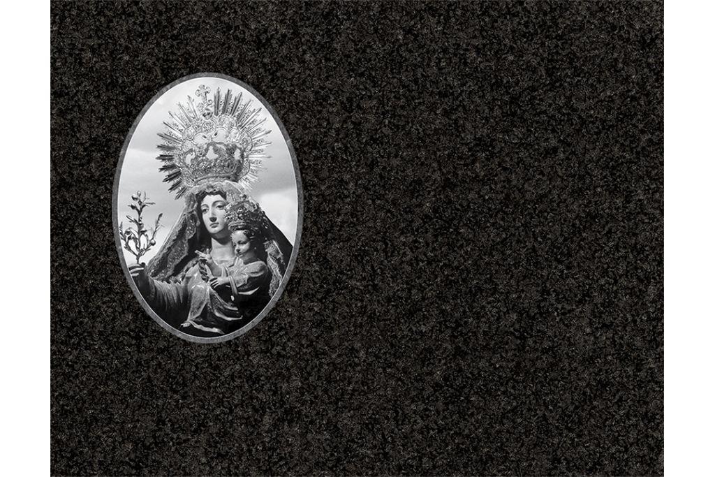 Virgen de la oliva porcelánico blanco y negro