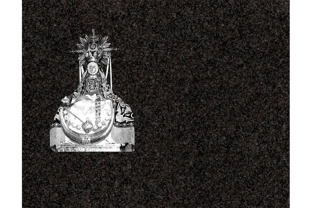 Virgen de las Angustias porcelánico blanco y negro