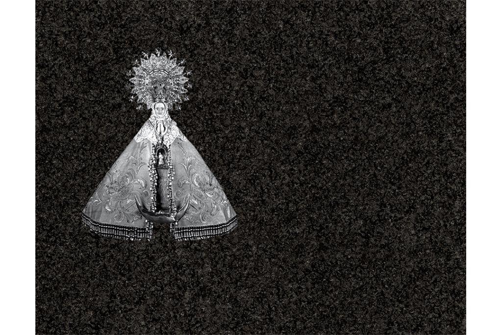 Virgen del Lidon porcelánico blanco y negro